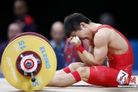 Chinese weightlifter Wu Jingbiao burst into tears after failing to win gold in the men's 56kg weightlifting event on July 30, 2012.
